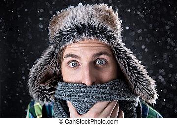 verwonderd, mooi, man, kijken naar van het fototoestel, met, sneeuw, op achtergrond