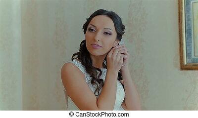 Very beautiful bride wears wedding earring HD