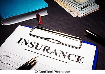 verzekeringspolis, vorm, en, pen, op, een, desk.