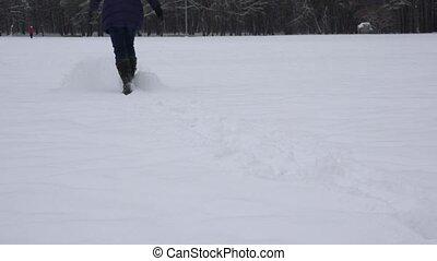 veste, femme, course, hiver, habillé, long, élevé, par, bottes, snow., 4k