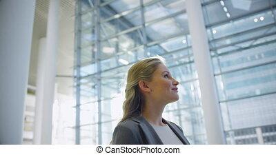 vestibule, sourire, femme affaires, 4k, bureau