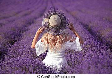 vestido, ao ar livre, chapéu, feliz, palha, desfrutando, lavanda, costas, loura, field., despreocupado, vista, branca, sunset., femininas, portrait., mulher, jovem