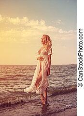 vestido, cabelo longo, loura, menina, praia, branca