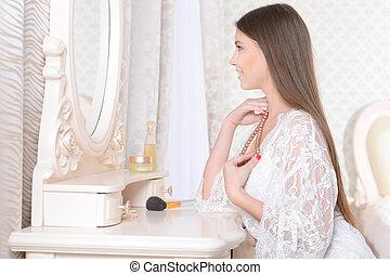 vestindo, mulher, tabela, jovem, sentando