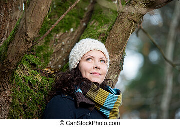 vestiti, donna, inverno albero, sporgente