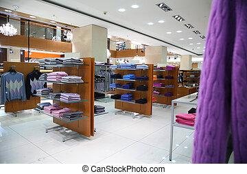 vestiti, su, mensole, in, negozio