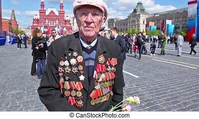 Veteran Andrey Mehailovich speak about war at background of kremlin wall