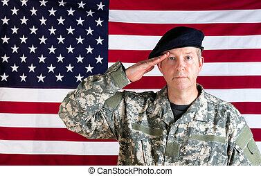 veterano, solider, saudando, com, bandeira eua, em, fundo