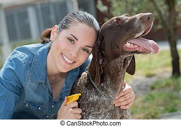 veterinario, animal, refugio, perro, hembra, acariciando