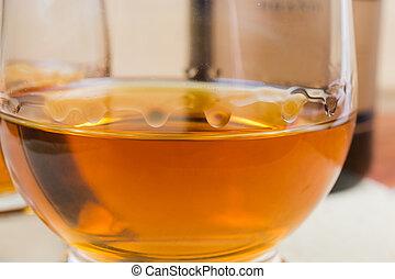 vetro brandy, primo piano, fuoco selettivo