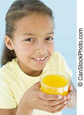 vetro, giovane, succo, arancia, ragazza sorridente