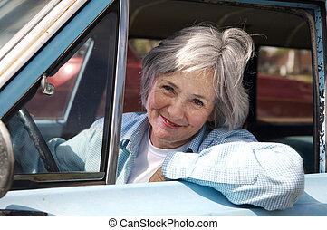 vezetés, idősebb ember