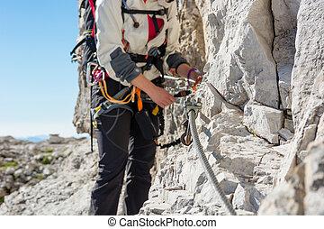 via, set., ferrata, fissaggio, closeup, arrampicatore femmina