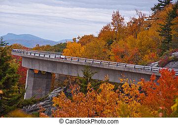 viaduct de la ensenada del linn, carretera ajardinada de cumbre azul, carolina