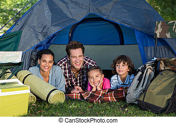 viagem, barraca, seu, acampamento, família, feliz