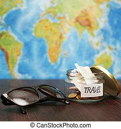 viagem, dinheiro, em, jarro, óculos de sol, mapa mundial, em, experiência.