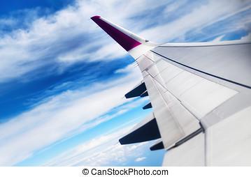 viaggiare, concept., ala, di, aeroplano, volare, nubi, in, il, sky., spazio copia