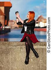 viajante, mulher, cabelo vermelho, menina, com, câmera,...