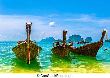 viaje, paisaje, playa, con, agua azul, y, cielo, en, summer., tailandia, naturaleza, hermoso, isla, y, tradicional, de madera, boat., paisaje, paraíso tropical, resort.