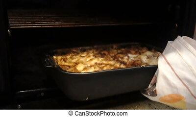 viande, pommes terre, four, récupérations directes, dehors, cuit, homme