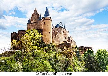vianden, castillo, luxemburgo, fortificaciones