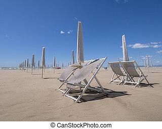 viareggio, sandstrand, heraus, von, season., heraus schauen, zu, sea.