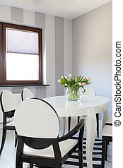 Vibrant cottage - White table - Vibrant cottage - Closeup of...
