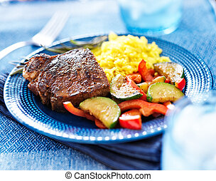 vibrante, coloridos, refeição, com, bife, e, legumes