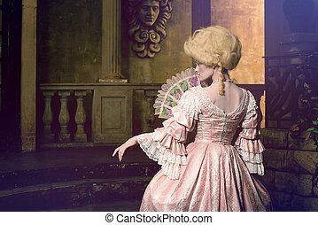 victoriaans, dame, het poseren, in, ouderwetse , buitenkant