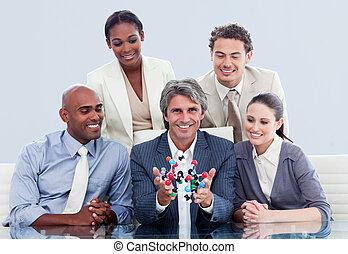 victorioso, equipo negocio, hablar, sobre, innovación