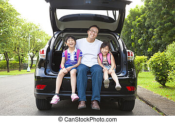 vidám család, ülés, kocsiban