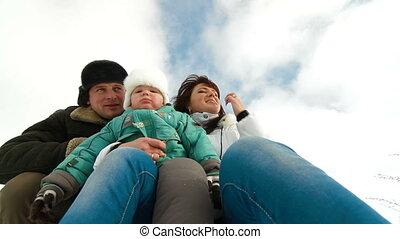 vidám család, alatt, tél