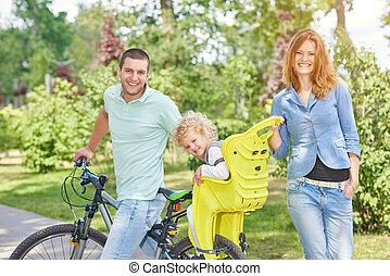vidám család, elnyomott bicikli, -ban, a, liget