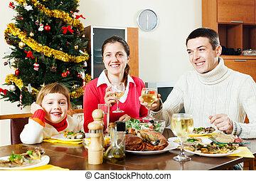 vidám család, közül, három, birtoklás, christmas vacsora