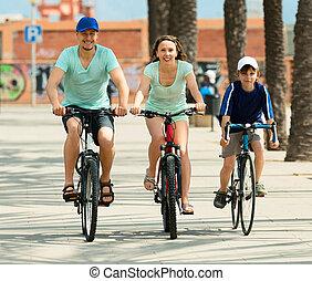 vidám család, közül, három, kerékpározás, felett, város