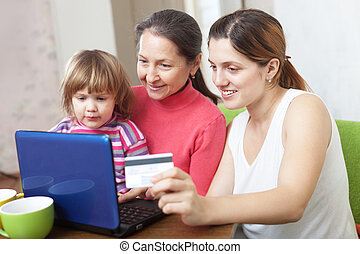 vidám család, kiegyenlít, által, hitelkártya, alatt, internet, bolt