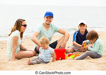 vidám család, noha, három, gyerekek