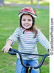 vidám, kicsi lány, elnyomott bicikli