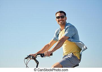 vidám mosolyog, bábu elnyomott bicikli, szabadban