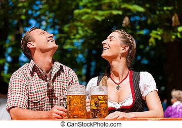 vidám párosít, ülés, alatt, sör kert