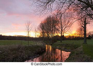 vidéki táj, folyó, színhely, napnyugta, angol, át, folyó