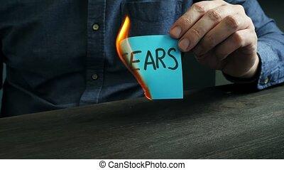 vidéo, brûlures, sur, fears., problems., motivation, concept, mental, homme, mots, feuille