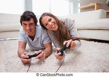 vidéo, couple, jeux, plancher, jouer