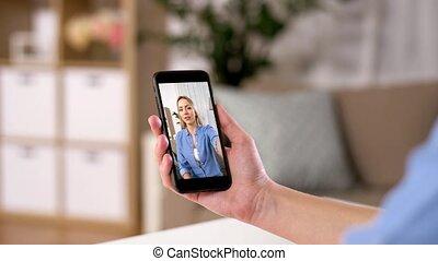 vidéo, femme, smartphone, appeler, maison, avoir