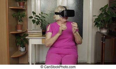 vidéo, femme, virtuel, vr, regarder, maison, grand-mère, lunettes, casque, personne agee, 3d, 360, casque à écouteurs
