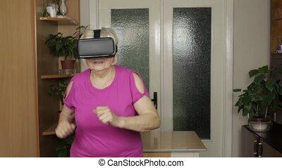 vidéo, maison, virtuel, vr, regarder, grand-mère, lunettes, casque, personne agee, 3d, casque à écouteurs, courant