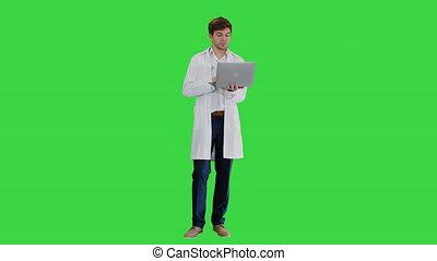 vidéo, sien, manteau, ordinateur portable, docteur masculin, key., chroma, avoir, conférence, écran, blanc vert