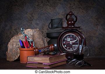 vida, pluma, grupo, objetos, café, libros, mesa., lámpara de...