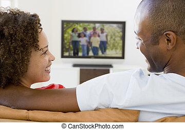 vida, televisión, habitación, mirar, pareja, sonriente