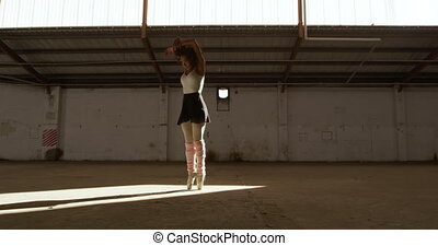 vide, femme, entrepôt, danseur
